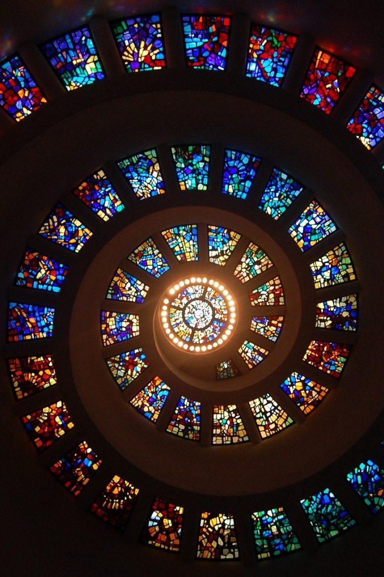 špirála farebného skla